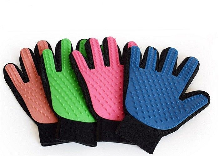 Four Color TPR 24cm Dog Brush Glove , OEM ODM Cloth Rubber Pet Brush Glove