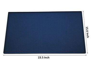 China 23.5'' Durable Folding Plastic Pet Mat Three Color Non Slip Silicone 380g factory